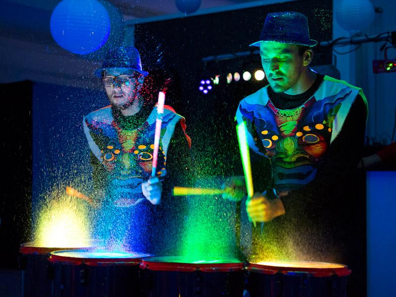 Show de tambores agua y luz eventos morpho for Tambores para agua